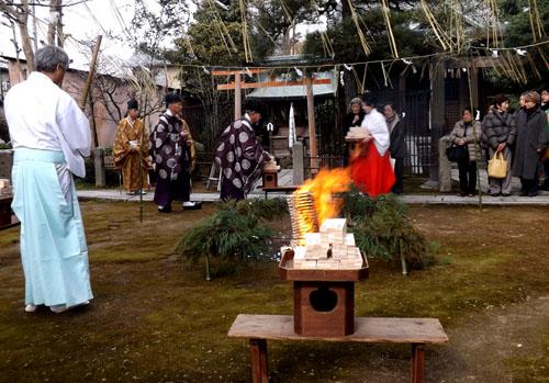剣神社 お弓始め祭と厄除け火焚き祭_e0048413_21123993.jpg