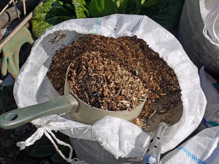 タマネギ、キャベツなどの草取りと追い肥(2・9~10)_c0014967_19404454.jpg