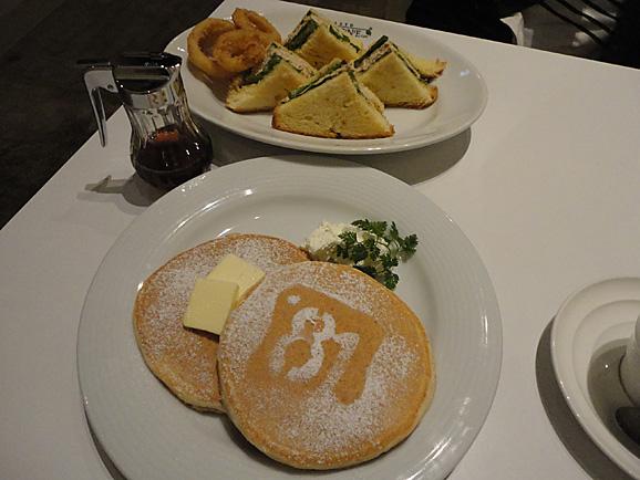 cafeボローニャ麹町でパンケーキ_e0230011_17505628.jpg
