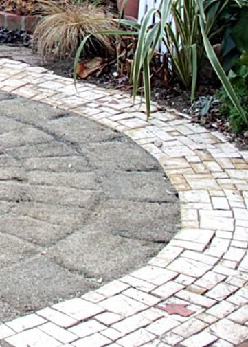 ◆裏庭のタイル完成!_e0154682_22474959.jpg