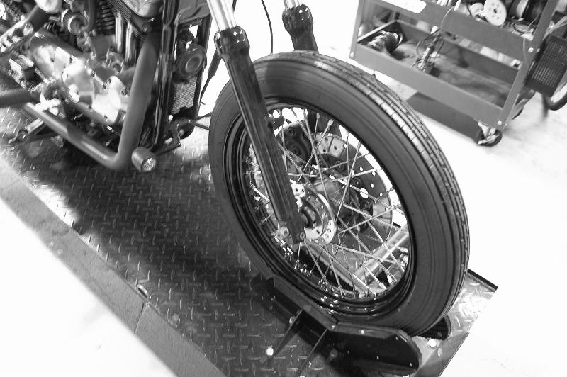 ハーレー スポーク ホイル 化 リヤ18インチ 名古屋タイヤ交換_c0227496_18505173.jpg