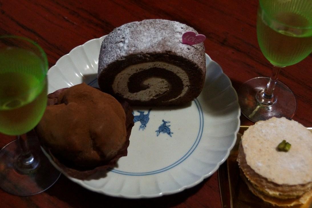 ヴァレンタイン・デイ前夜に芽ぶきさんが買ってきてくれたケーキで乾杯_f0006713_22590651.jpg