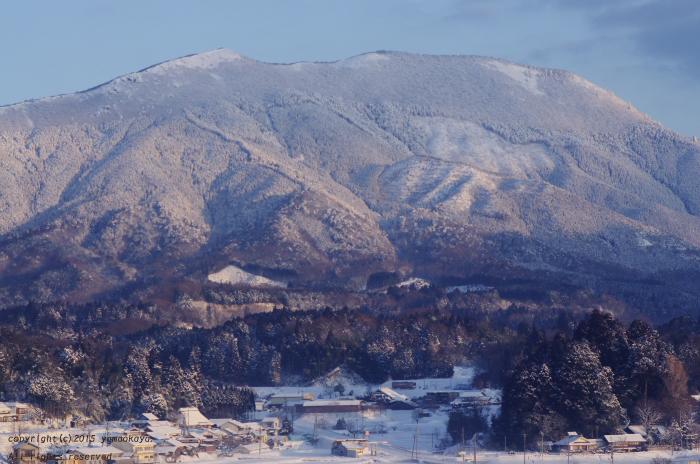 雪晴れの猫山を_d0309612_2358648.jpg