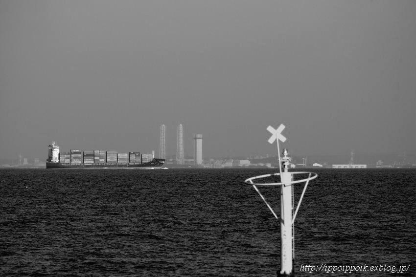 海を見ていた午後-金沢沖遠望_e0152866_12412011.jpg