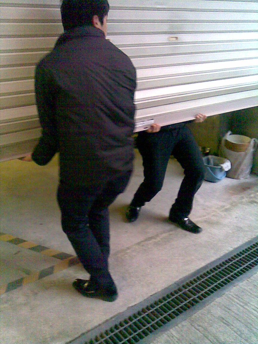 続:朝に車庫のシャッターが開かず!!_d0061678_0595424.jpg