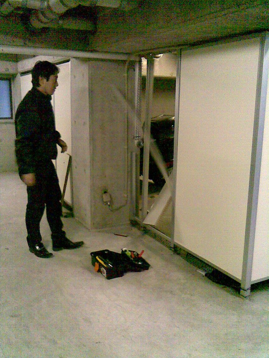 続:朝に車庫のシャッターが開かず!!_d0061678_12118.jpg