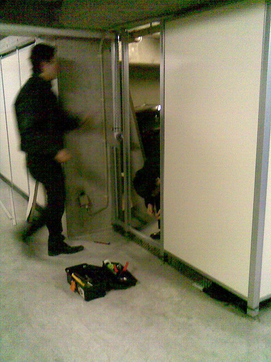 続:朝に車庫のシャッターが開かず!!_d0061678_123950.jpg