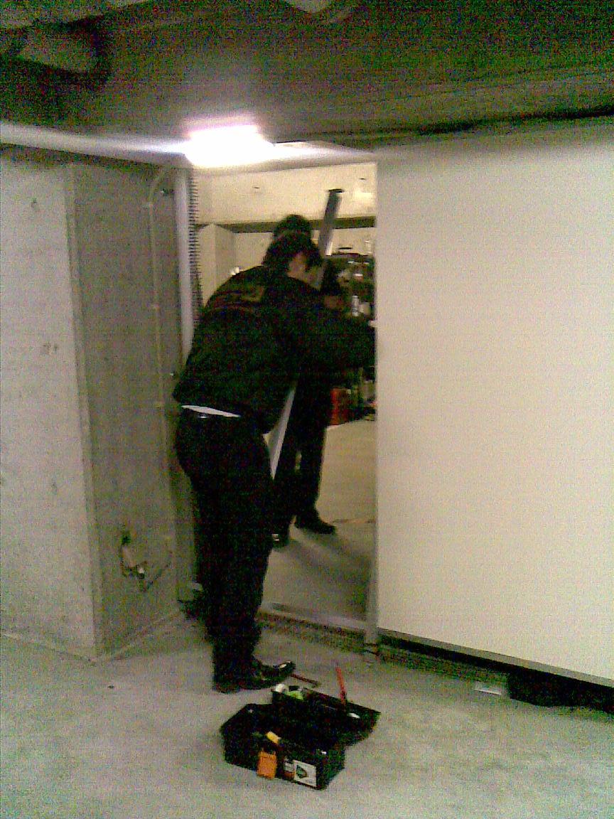 続:朝に車庫のシャッターが開かず!!_d0061678_13065.jpg