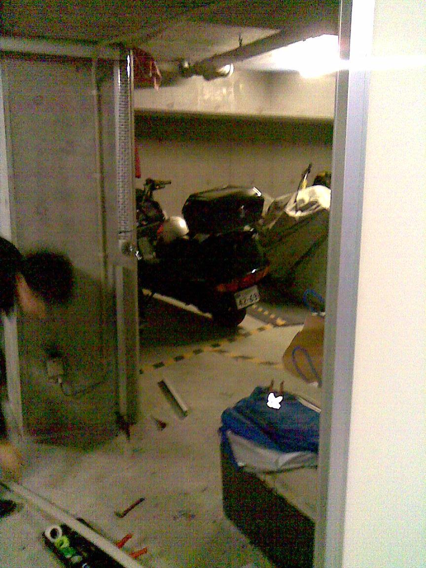 続:朝に車庫のシャッターが開かず!!_d0061678_14181.jpg