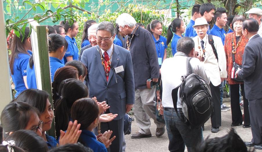 バギオ基金の皆さんが 日系人会 北ルソン比日基金の奨学生と交流_a0109542_945552.jpg