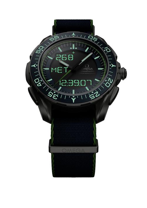 スピードマスター スカイウォーカー X-33 ソーラーインパルス リミテッドエディション発売_f0039351_17445643.jpg