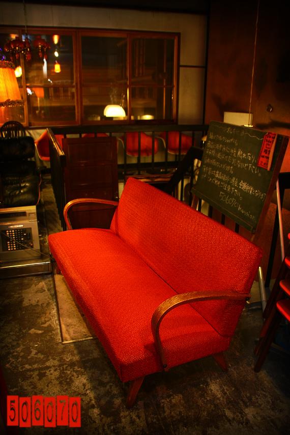1960s Vintage 燃える男の赤いソファ 3人掛 セール品_e0243096_21205369.jpg
