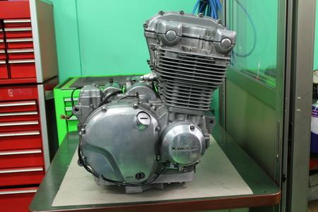 ゼファー1100 エンジン!!!_f0231916_22185123.jpg