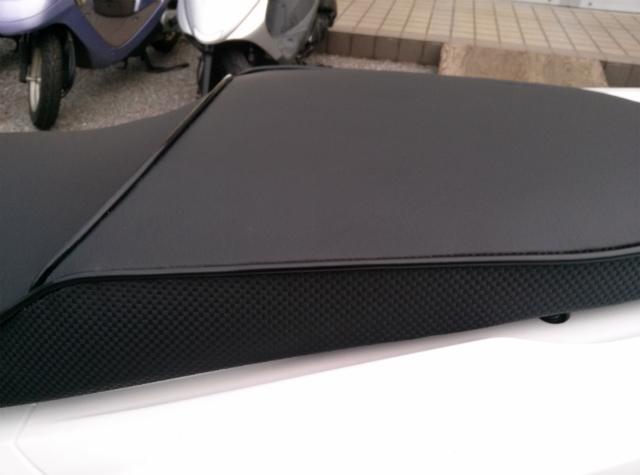 PCXは新旧どちらもバイクザシート人気です_e0114857_20295526.jpg