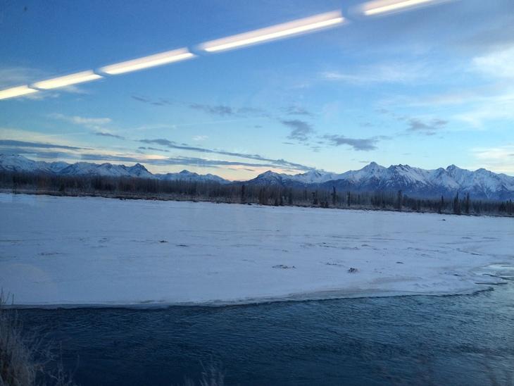 アラスカ鉄道の旅。 アンカレッジからタルキートナへ その1_b0135948_9195887.jpg