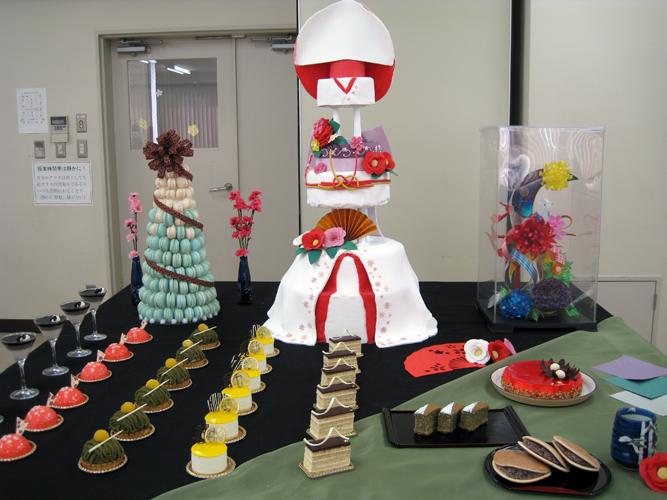 娘の卒業制作「製菓製パン作品展」に出かける。_e0120614_16335165.jpg