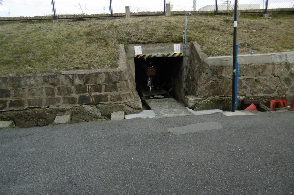 狭いトンネル_f0205367_17392896.jpg