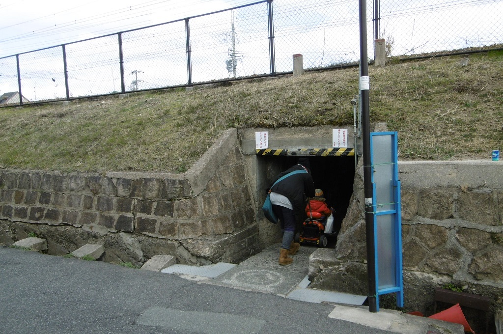 狭いトンネル_f0205367_17422483.jpg