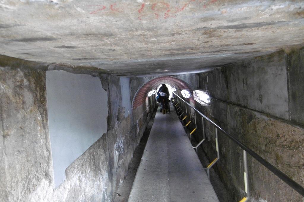 狭いトンネル_f0205367_17452199.jpg