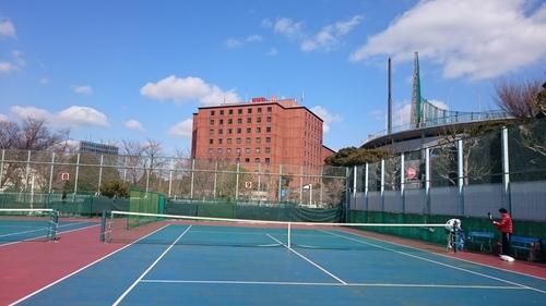 「テニスコートからみた日本青年館」_a0075684_21312888.jpg
