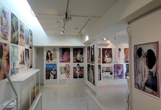 パロマンポルノ・ポスター展 by Gaku Azuma 第二部 は終了しました。_f0138928_14484409.jpg