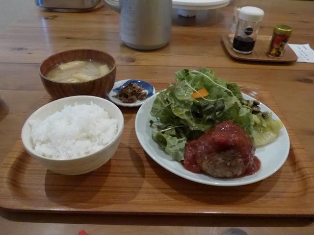 西荻窪「アパートメント食堂 なか川」へ行く。_f0232060_1125557.jpg