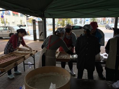 高知駅で餅つき_e0101917_09221216.jpg