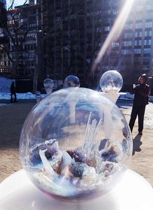 NYの公園にガラスの球体パブリック・アート作品 Gazing Globes_b0007805_1223820.jpg