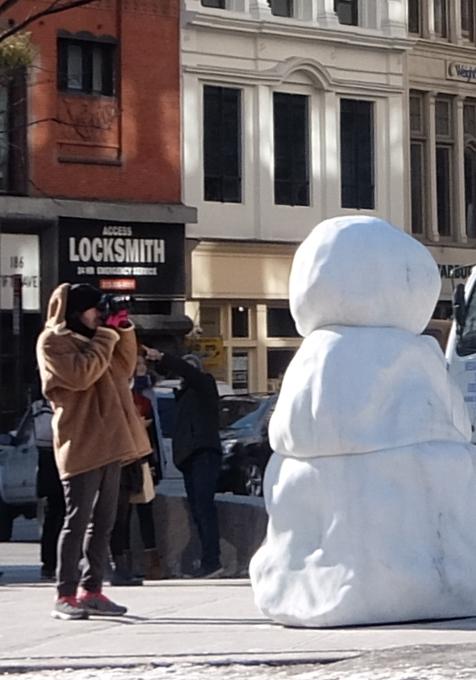 NYに雪だるま軍団なパブリック・アート登場中 Snow Monsters_b0007805_20214884.jpg