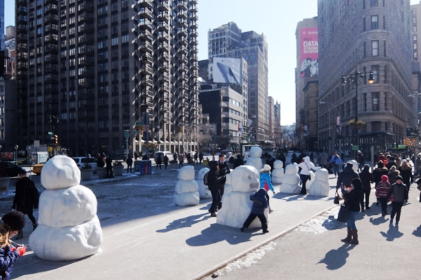 NYに雪だるま軍団なパブリック・アート登場中 Snow Monsters_b0007805_2022987.jpg