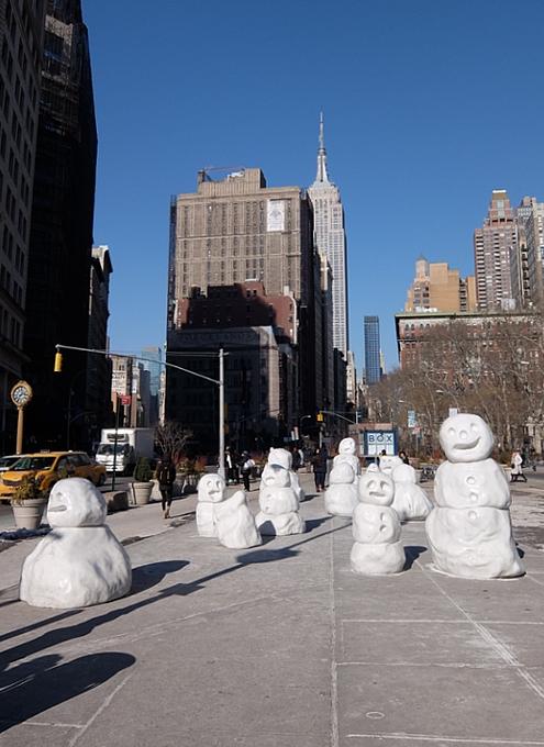 NYに雪だるま軍団なパブリック・アート登場中 Snow Monsters_b0007805_20564857.jpg
