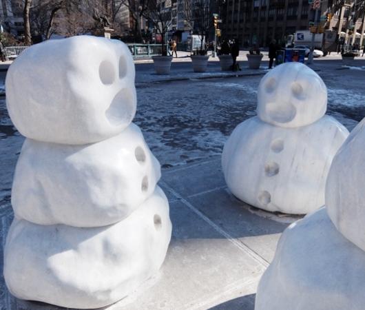 NYに雪だるま軍団なパブリック・アート登場中 Snow Monsters_b0007805_20574281.jpg