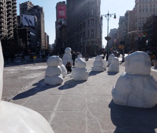 NYに雪だるま軍団なパブリック・アート登場中 Snow Monsters_b0007805_2058302.jpg