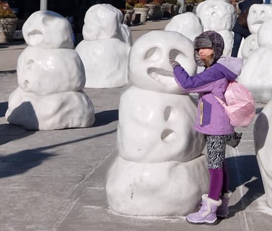 NYに雪だるま軍団なパブリック・アート登場中 Snow Monsters_b0007805_2058668.jpg
