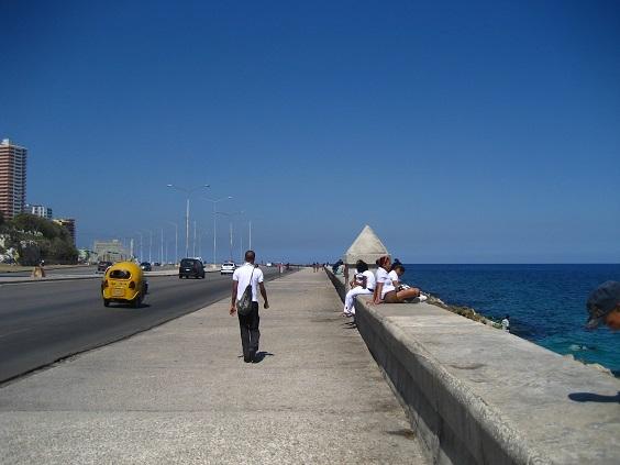 キューバへの電話_a0103940_05325053.jpg