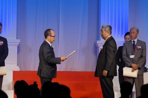 TDY グリーンリモデルセール表彰式 in シンガポール_e0190287_045929.jpg
