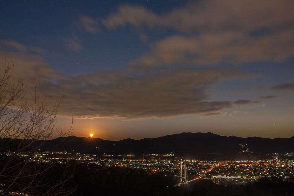 奥武蔵連山に月が昇るころ_b0010915_21404816.jpg