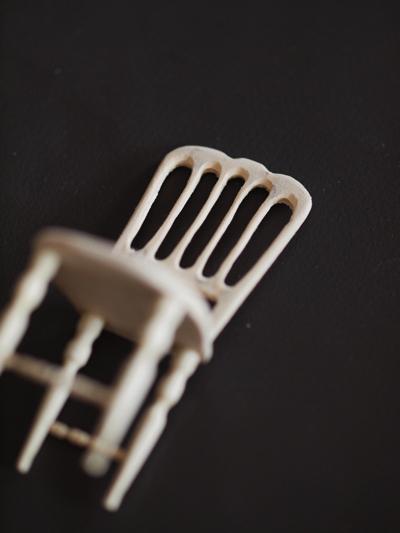 miniature* アンティーク風な椅子たちと、花粉症_e0172847_13363467.jpg