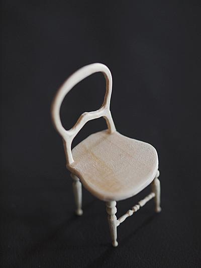miniature* アンティーク風な椅子たちと、花粉症_e0172847_13364279.jpg