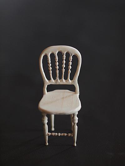 miniature* アンティーク風な椅子たちと、花粉症_e0172847_13364689.jpg