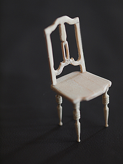 miniature* アンティーク風な椅子たちと、花粉症_e0172847_13364849.jpg
