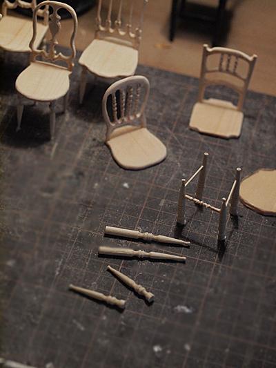 miniature* アンティーク風な椅子たちと、花粉症_e0172847_13365219.jpg