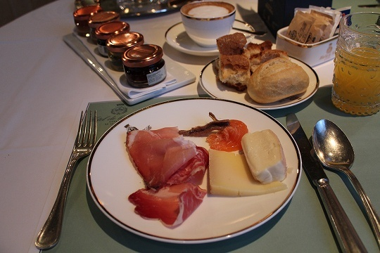 欧州出張2015年01月-第六日目-イタリア・モンツァ、ラグジュアリーなホテルの朝食_c0153302_13250024.jpg
