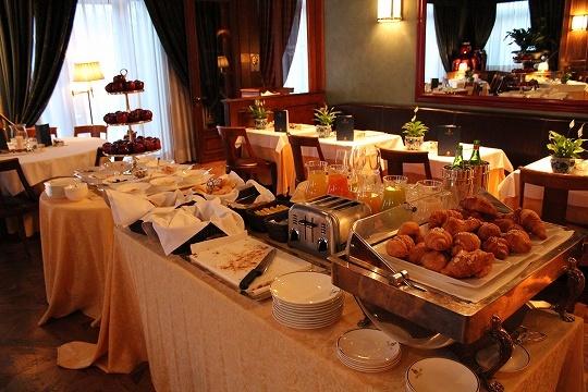 欧州出張2015年01月-第六日目-イタリア・モンツァ、ラグジュアリーなホテルの朝食_c0153302_13250037.jpg