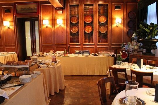 欧州出張2015年01月-第六日目-イタリア・モンツァ、ラグジュアリーなホテルの朝食_c0153302_13250048.jpg