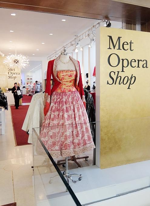 メトロポリタン・オペラ劇場内の「メット・オペラ・ショップ」 Met Opera Shop_b0007805_1084925.jpg