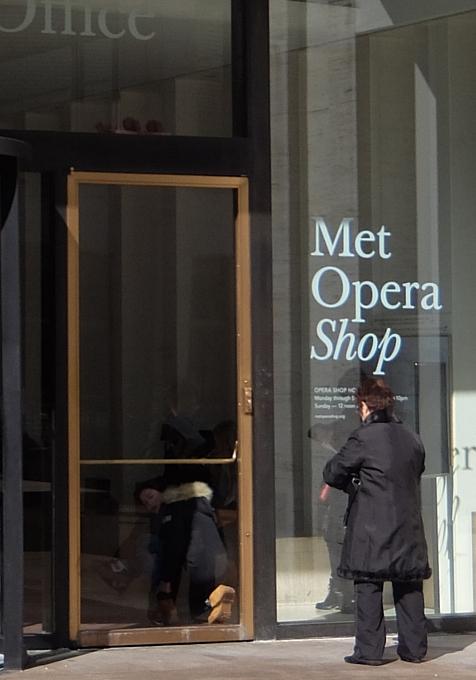 メトロポリタン・オペラ劇場内の「メット・オペラ・ショップ」 Met Opera Shop_b0007805_109314.jpg