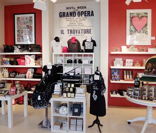 メトロポリタン・オペラ劇場内の「メット・オペラ・ショップ」 Met Opera Shop_b0007805_1095511.jpg