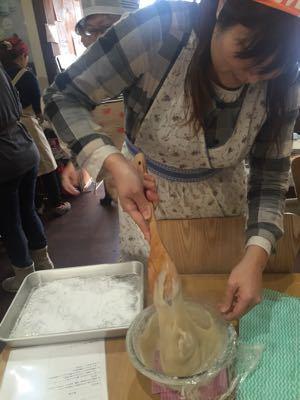 旬のイチゴを使ったお菓子作り教室_a0126418_1144572.jpg
