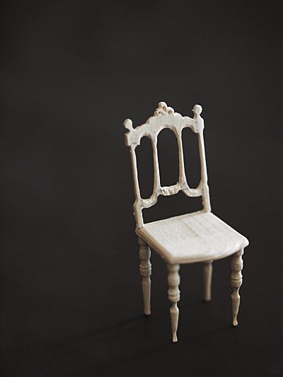miniature* アンティーク風な椅子たちと、花粉症_e0172847_08422301.jpg